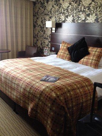 Mercure Maidstone Great Danes Hotel: Privillege Room- smaller then expected bathroom tiny.