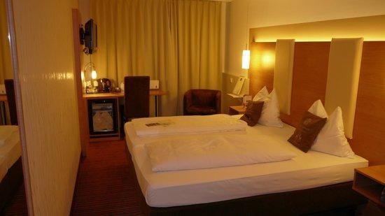 Hotel Cristal: Habitación camas