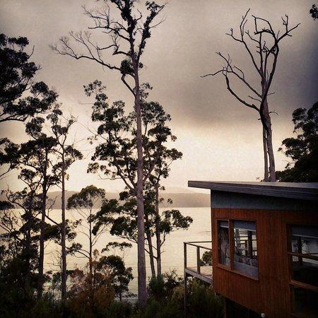 Stewarts Bay Lodge: Morning Stroll to Breakfast Overlooking Port Arthur