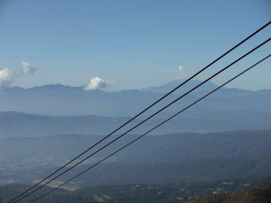 Kitayatsugatake Rope Way: 噴煙上がる御嶽山