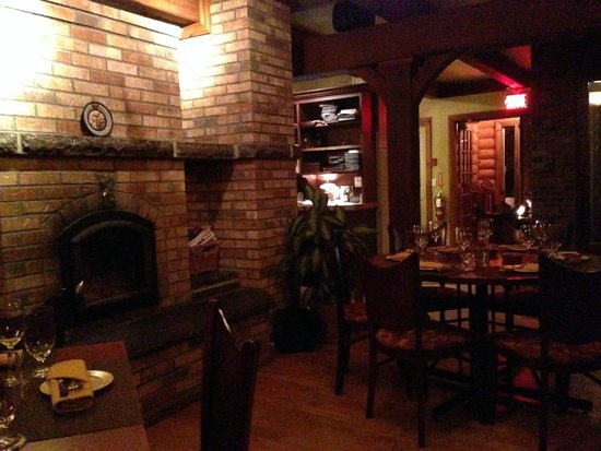Restaurant La Petite Cachee: La Petite Cachee always feels cozy inside