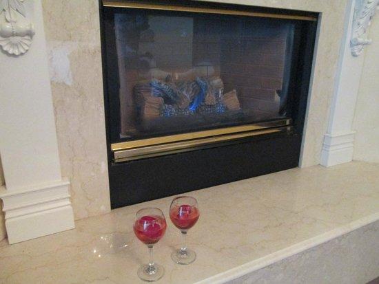 Santa Ynez Inn : Fireplace