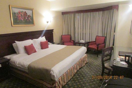 Pyramisa Suites Hotel Cairo: HABITACION