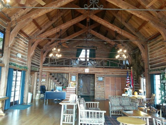 Willmore Lodge: Bagnell Dam visitors center