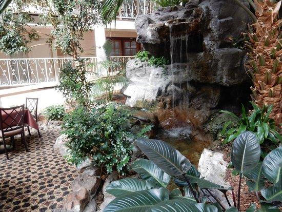 Embassy Suites by Hilton Denver Tech Center North: Atrium water feature