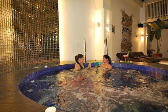 Lotus Garden Hotel: Jacuzzi