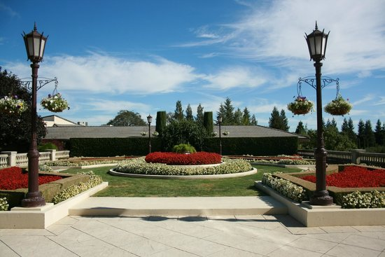 Ferrari-Carano Winery : grounds