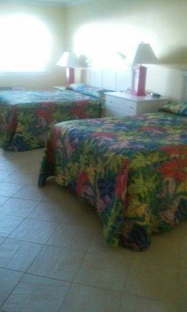 Island Inn of Atlantic Beach: double queen room