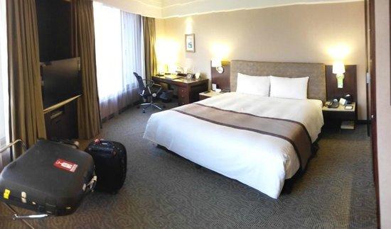 Grand Forward Hotel : Corner Room
