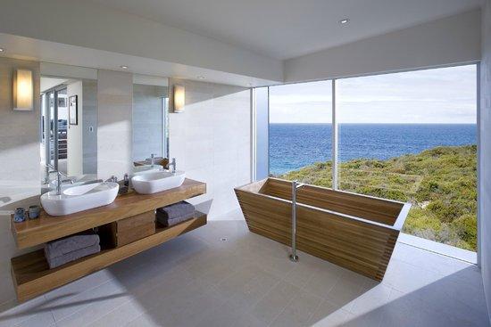 Southern Ocean Lodge: Remarkable Suite Bathroom
