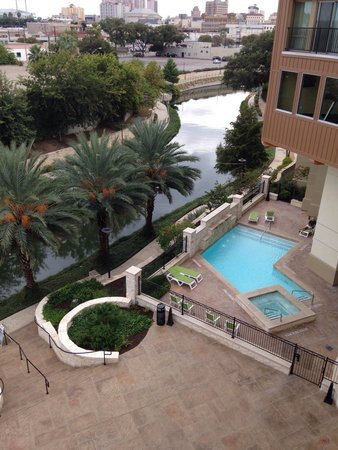 Wyndham Garden San Antonio Riverwalk/Museum Reach: 4th floor river view. Amazing