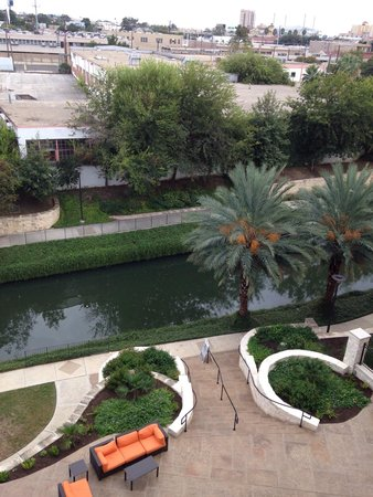 Wyndham Garden San Antonio Riverwalk/Museum Reach: Another view from the 4th floor out on balcony