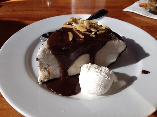 Aloha Steakhouse: hula pie, small portion