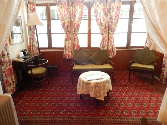 Windamere Hotel: Sitting Area in my Room