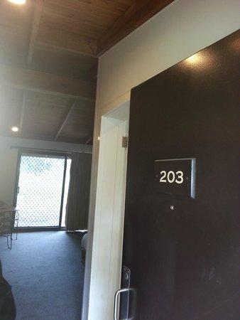 Hunter Valley Resort: Door to room 203