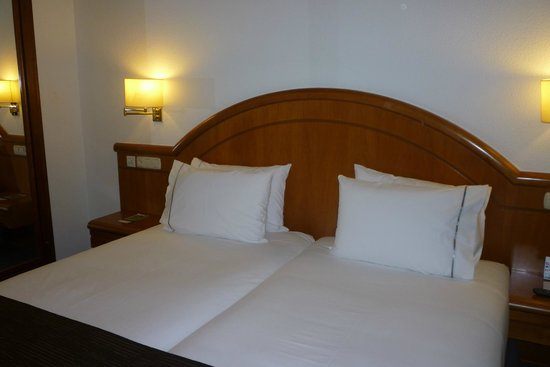 Rafaelhoteles Atocha : Comfortable bedroom
