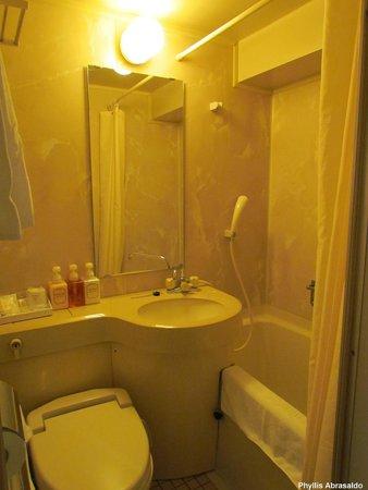 Hotel Sunlite Shinjuku: my bathroom w/ bath tub