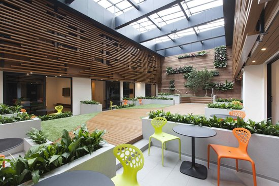Jasper Hotel: Indoor Courtyard