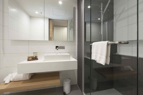 Jasper Hotel: Premium Room Bathrooms
