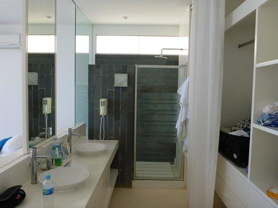 Mancora Marina Hotel : Open bathroom