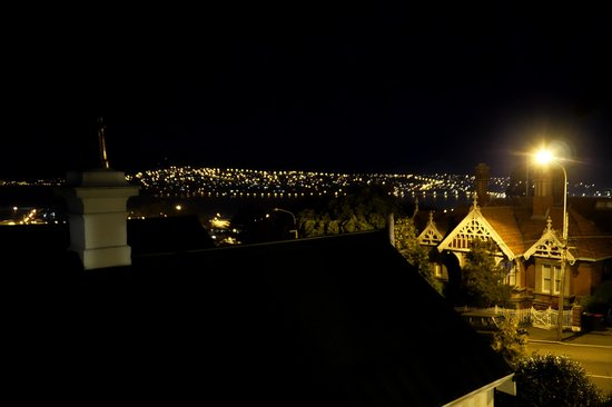Highbrae Guesthouse: Night view toward the city
