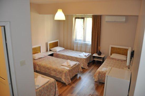 Demirci Hotel: oda 3