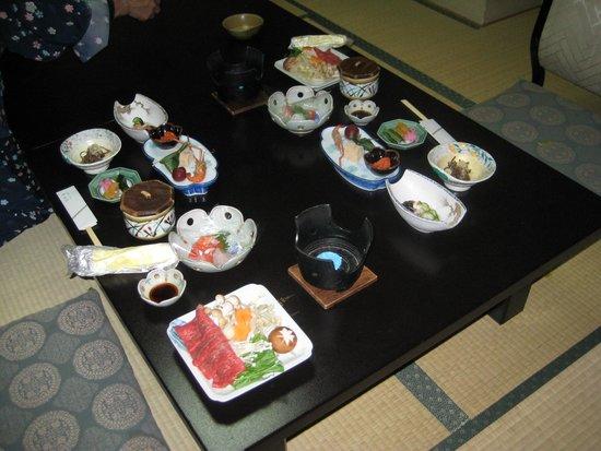 Hiratakan: diner geserveerd