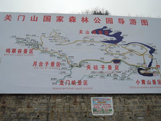 Benxi County, Kina: Information Board Outside the gates