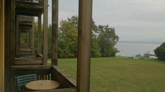 Hotel La Barcarolle : Vue du balcon en regardant sur la gauche