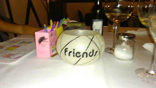 Decoracion picture of friend 39 s bar de tapas san pedro - Decoracion de bares de tapas ...