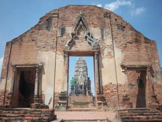 Temple of the Royal Restoration (Wat Ratchaburana) : Wat Ratchaburana