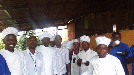 Ngozi Province, Burundi : The kitchenstaff in hotel Des Plateaux