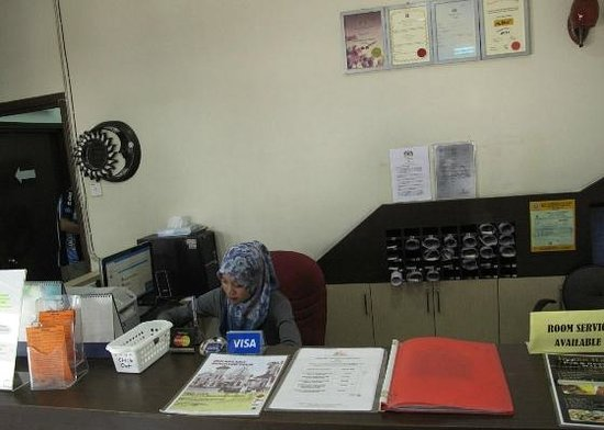 Hash House Hotel : the front desk (with Nur at the counter)