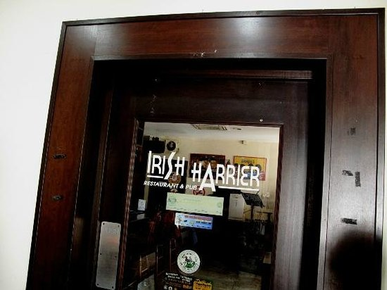 Hash House Hotel : the pub entrance at the lobby area