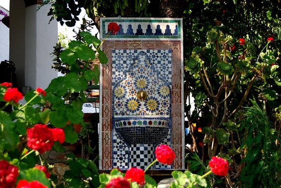 Casa El Algarrobo: Moorish fountain