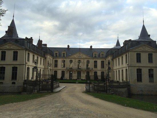 Chateau D'Ermenonville: Front view