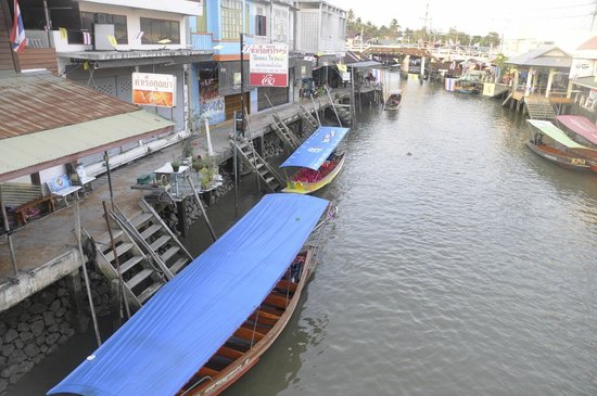 how to go to amphawa floating market
