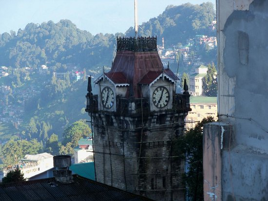 Broadway Hotel: Clock Tower from Hotel Balcony