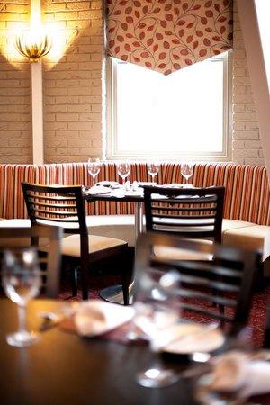 BEST WESTERN PLUS Blunsdon House Hotel: Flame restaurant
