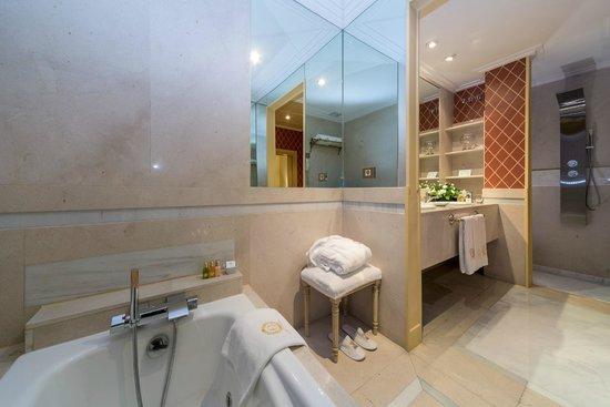 Cuarto de Baño Suite de Lujo: fotografía de Relais & Châteaux Hotel ...