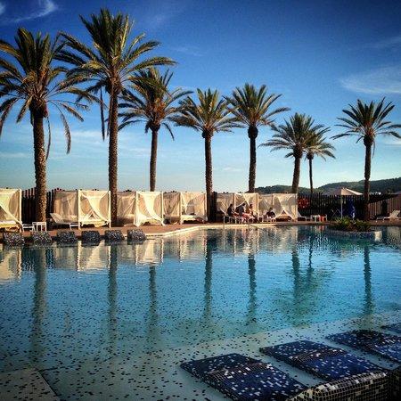 hard rock hotel ibiza zona de piscina