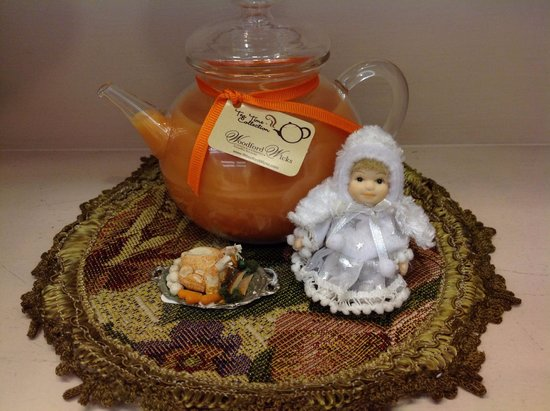 Valarie Moyer's Dolls: Holiday Tea Pot Candles