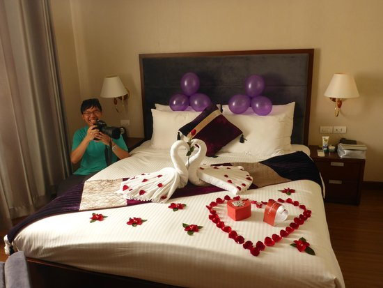 ‪‪Essence Hanoi Hotel & Spa‬: Surprise bed decoration to start our Honeymoon!‬