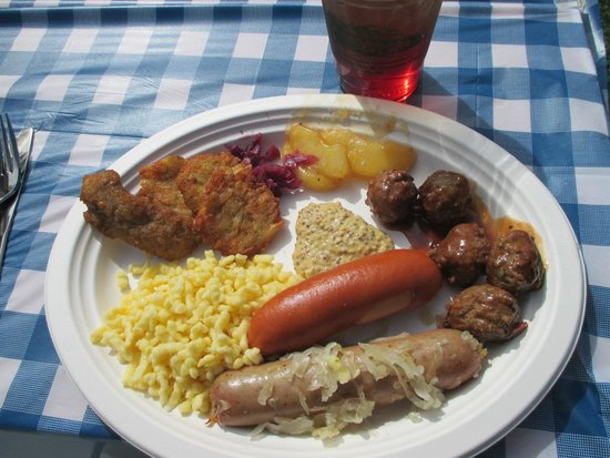 High Hampton Inn & Country Club: Oktoberfest lunch on Saturday!