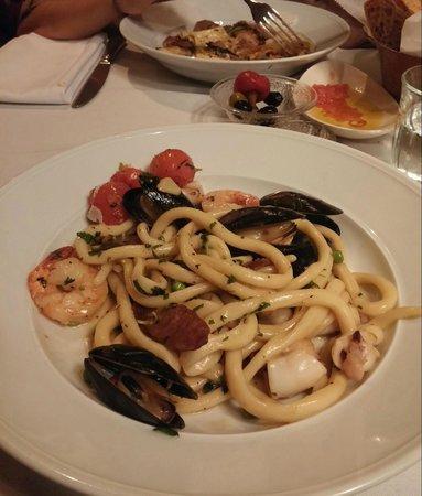 Social Club - Modern Bistro : Tuscan hand-made pasta with shrimps, mussels, calamari & salsicha