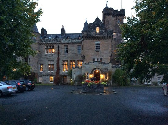 Glenapp Castle : all cosy and welcoming at night