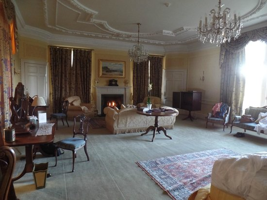 Glenapp Castle: Our Fabulous room - bed at one end the fire at the other