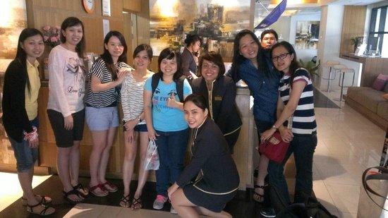 Citadines Sukhumvit 8 Bangkok : Photo group with the hotel employee .