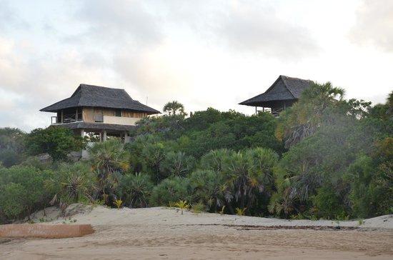 Kizingoni Beach: Bandas from the beach