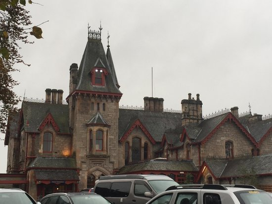 Dundarach Hotel: Front of hotel, free car park